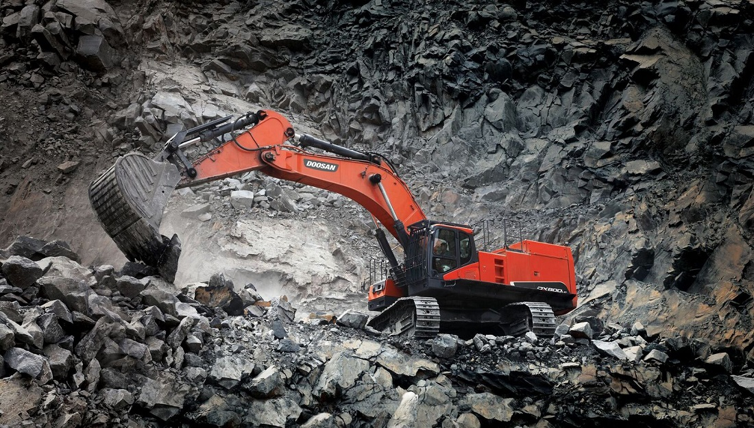 New tracked excavator series for SA