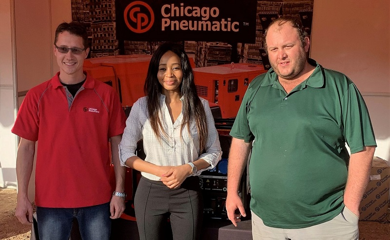 From left to right: Eben van der Vyver with Vannesa Masenya and winner Dolf Steenkamp. Image credit: Chicago Pneumatic