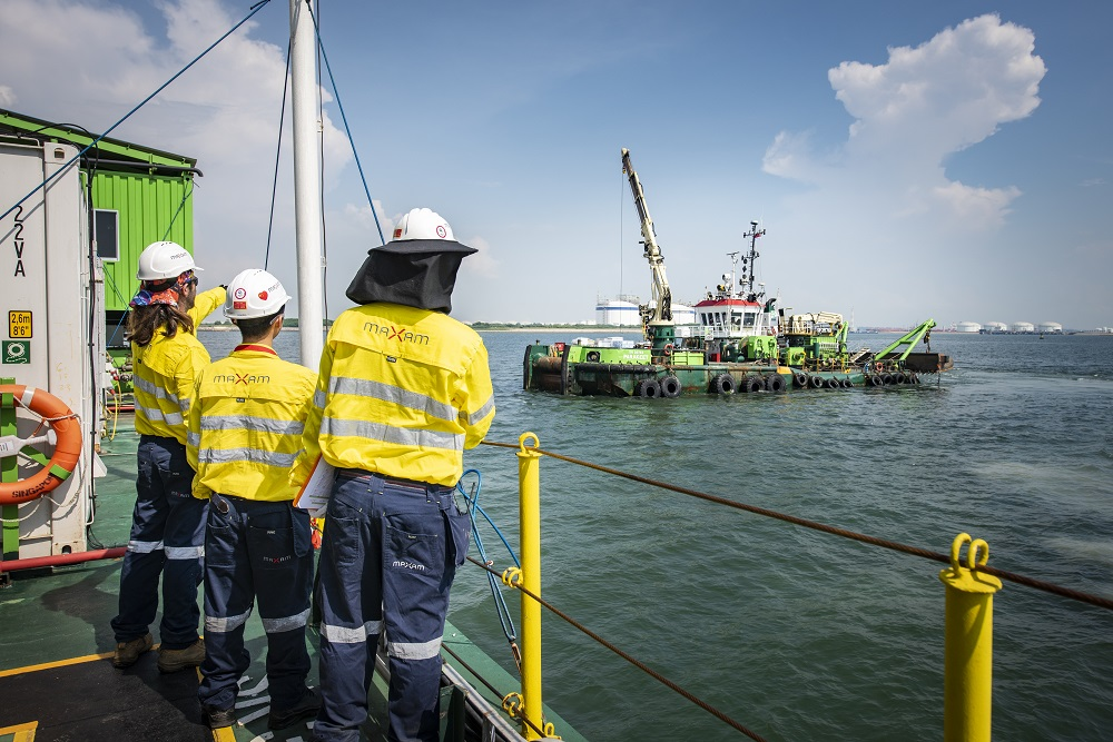 The MAXAM technical team preparing for the underwater blasting project in Singapore. Image credit: Maxam