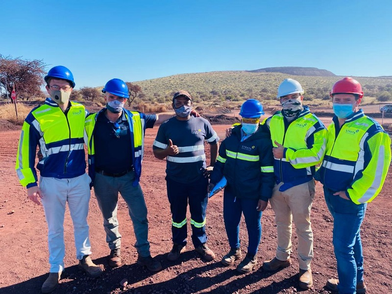 Management teams make themselves available to interact with the workforce on site by conducting Visible Felt Leadership (VFL). Photo By: Strata Mining Services