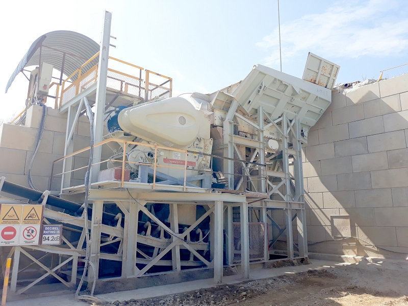 A new Metso C120 primary jaw crushing module installed with a retaining wall. Image credit: Pilot Crushtec